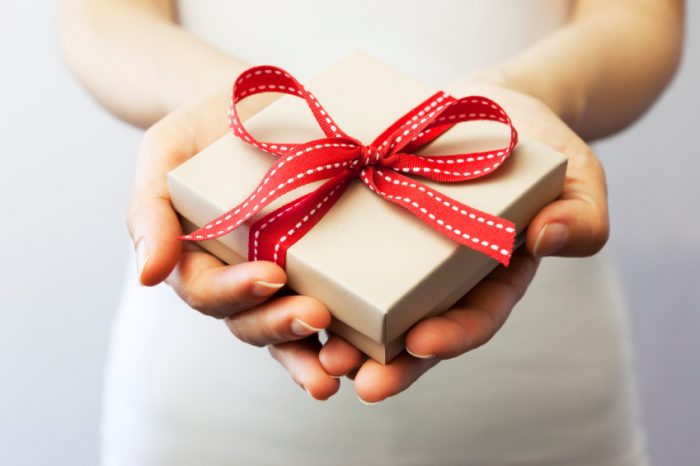 15 things to avoid gift giving etiquette in japan en rie london what do you think about when you choose a gift for a friend perhaps something meaningful to them a gift for a japanese colleague in the office negle Images